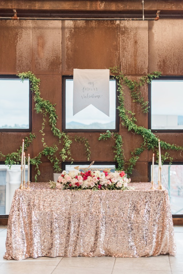 Romantic sweetheart table idea