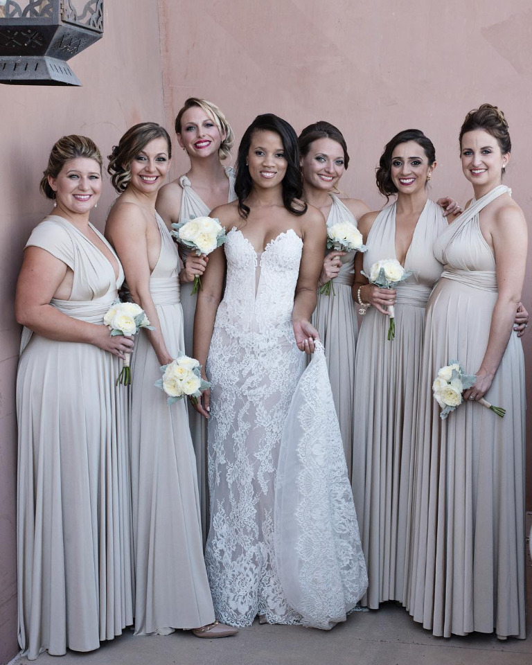 Glamerous bride with her bridemsaids in neutral