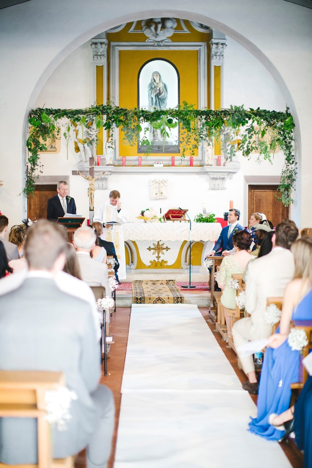sweet chapel wedding in Italy