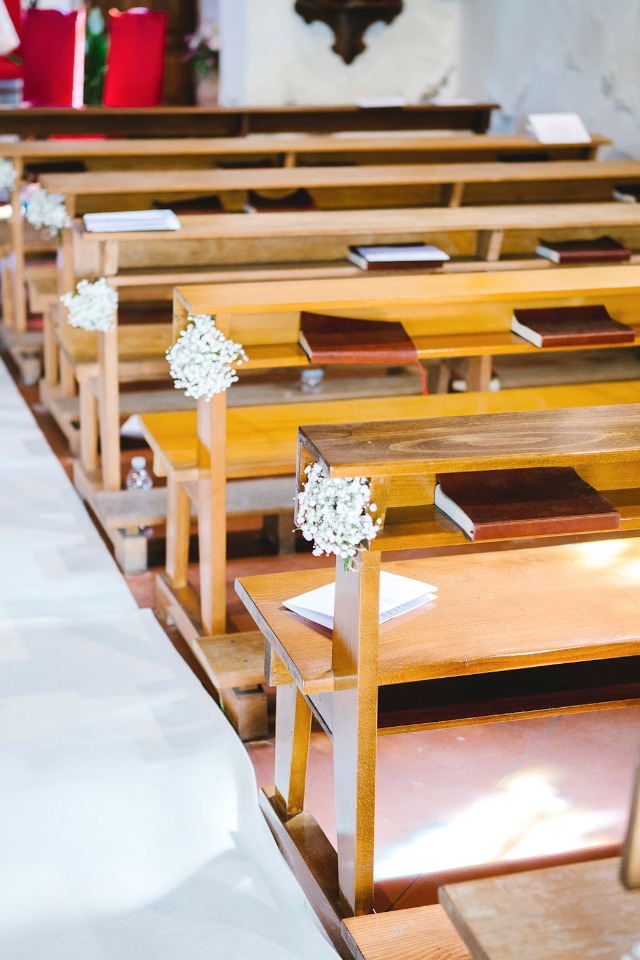 babys breath wedding aisle decor