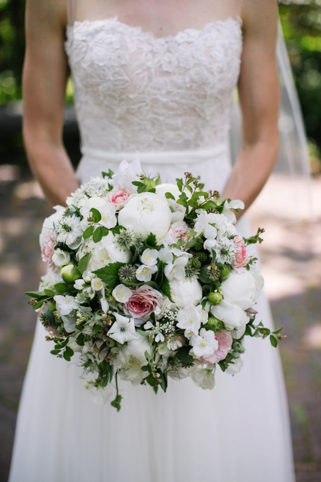 white and pink wedding bouquet