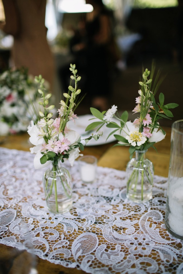 simple and chic wedding centerpiece idea