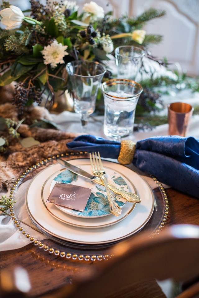 Wintery table decor
