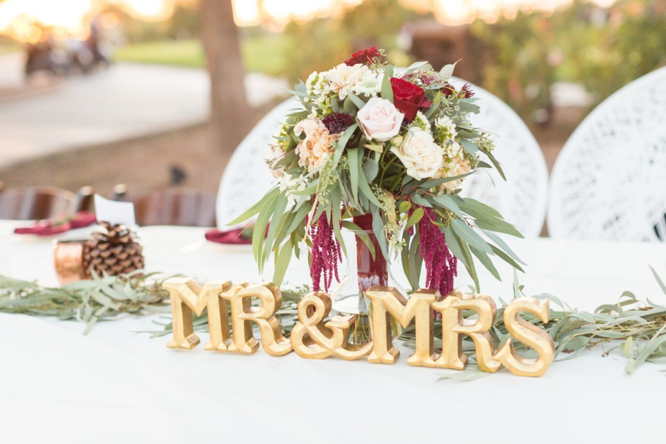 mr and mrs sweetheart table sign