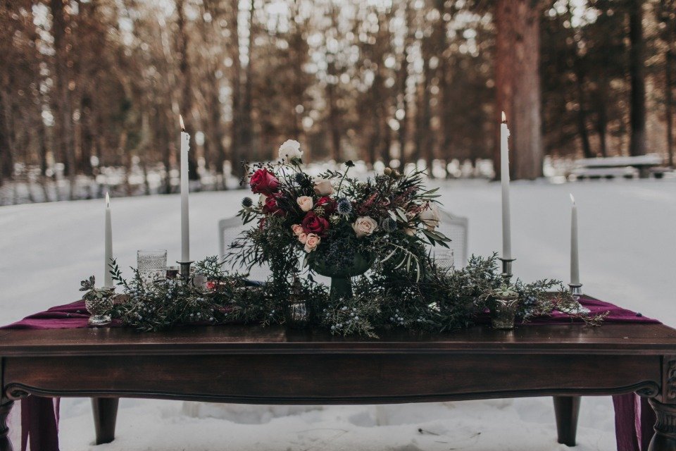 winter time sweetheart table idea