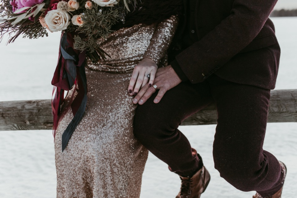 winter wedding couple photo idea