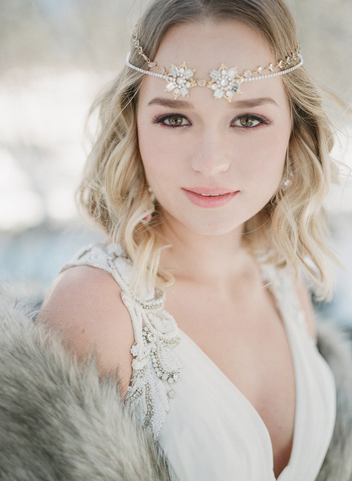 beautiful bridal headpiece and makeup