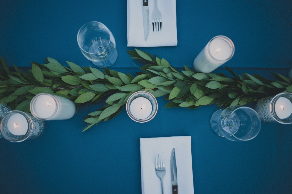 simple blue and white wedding table