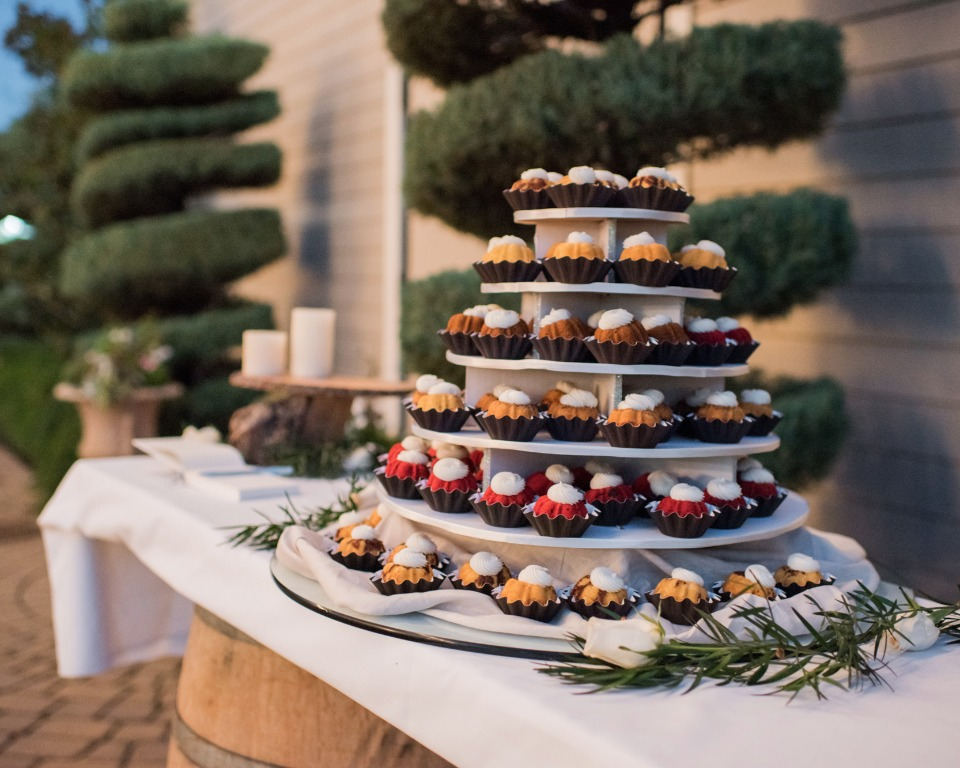 mini bundt cake wedding tower