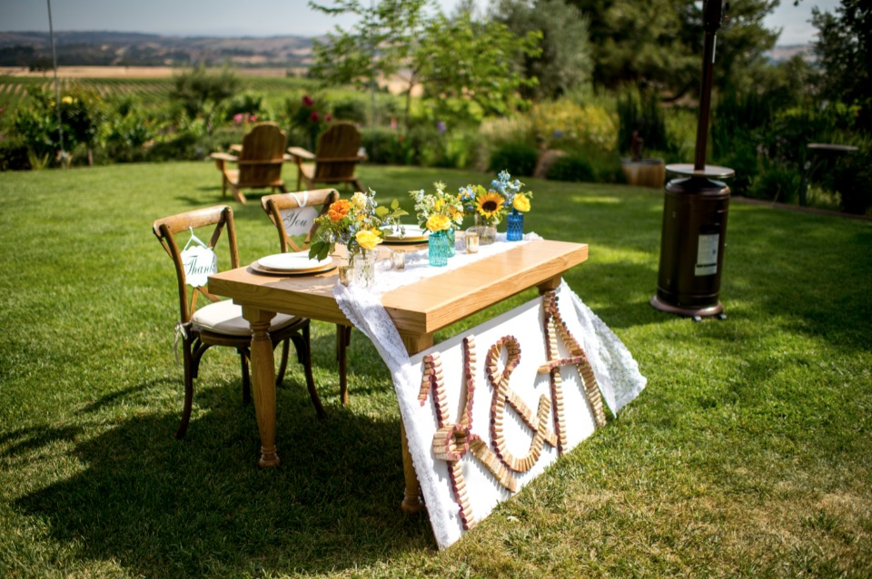 sweetheart table for your vineyard wedding