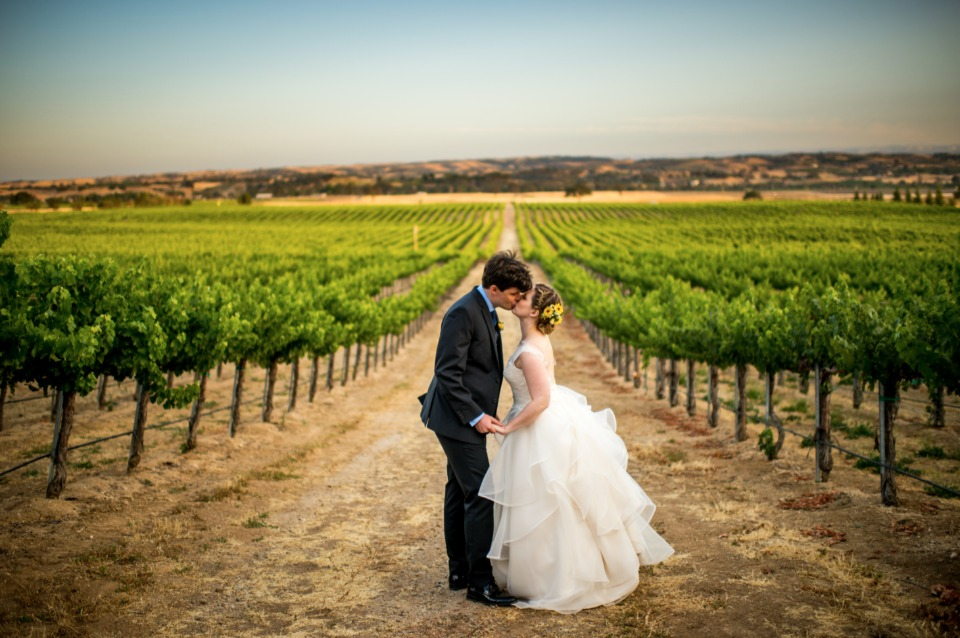 vineyard wedding photo idea