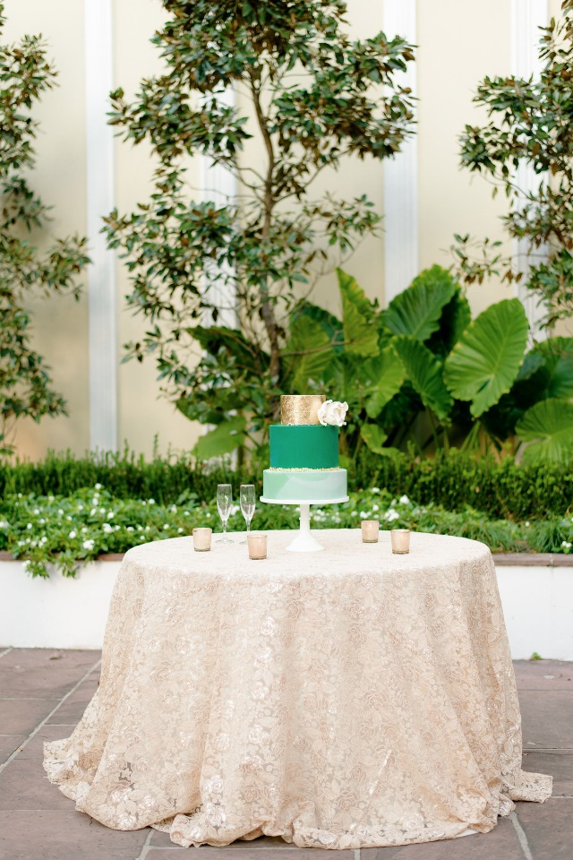 gold and green cake table