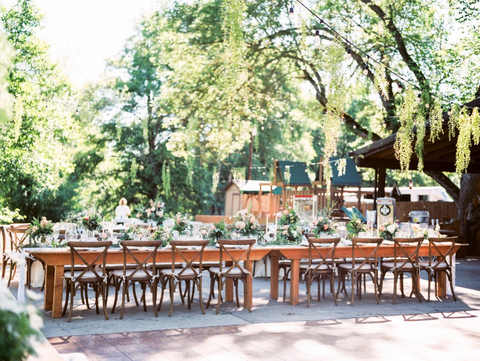Naturally chic outdoor reception