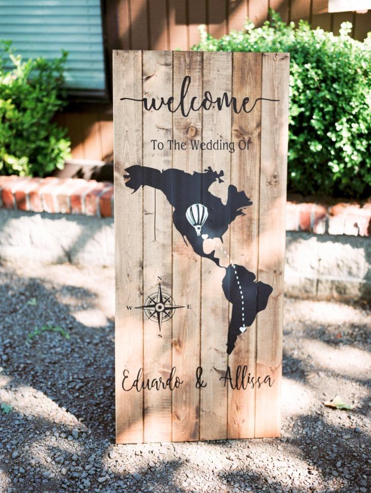 Love this welcome wedding sign