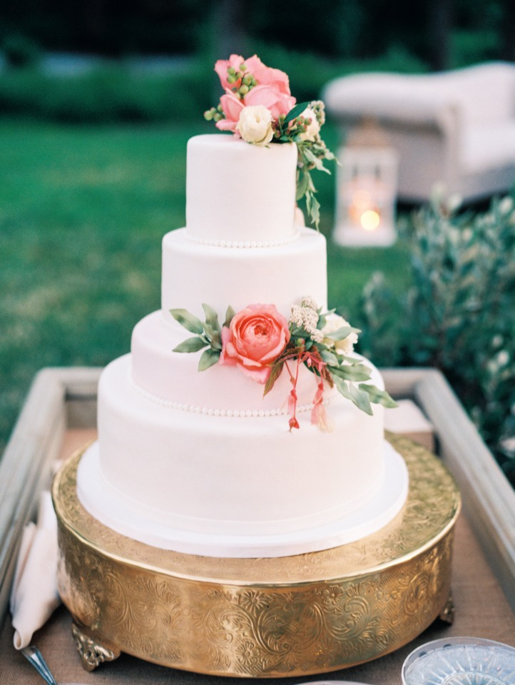 Gorgeous 4 tiered cake with florals