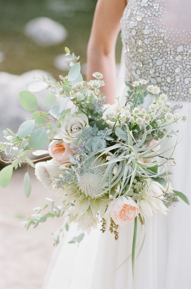 modern wedding bouquet in white and peach