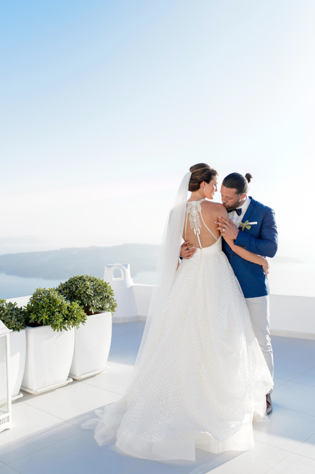 Get Hitched In Santorini Greece And Party Like There's No Tomorrow