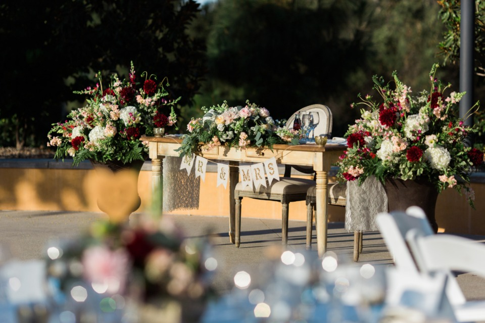 Cute Mr and Mrs Sweetheart table