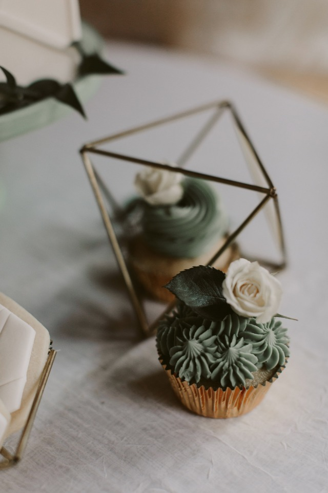cupcake with flower topper