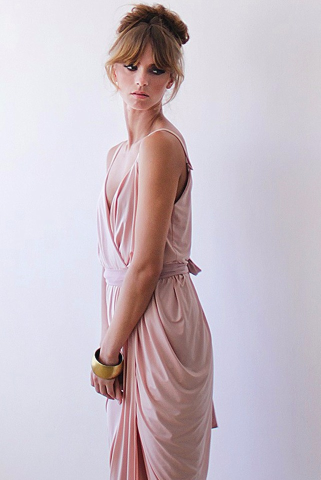 flirty bridesmaid dress in blush pink with gold accessorries #wcstyleandpose