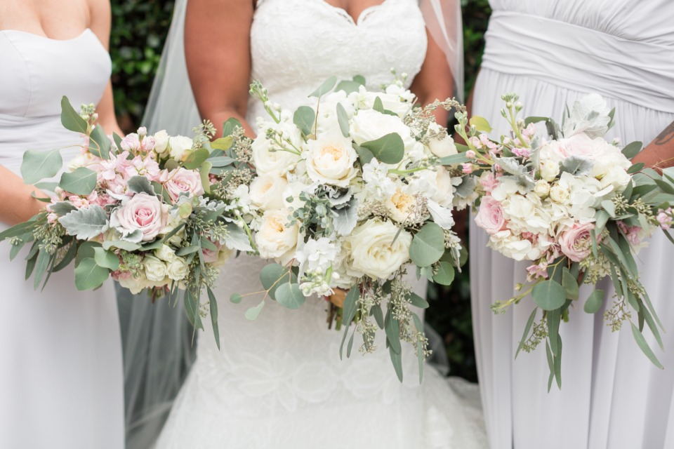 white and soft pink wedding bouquets