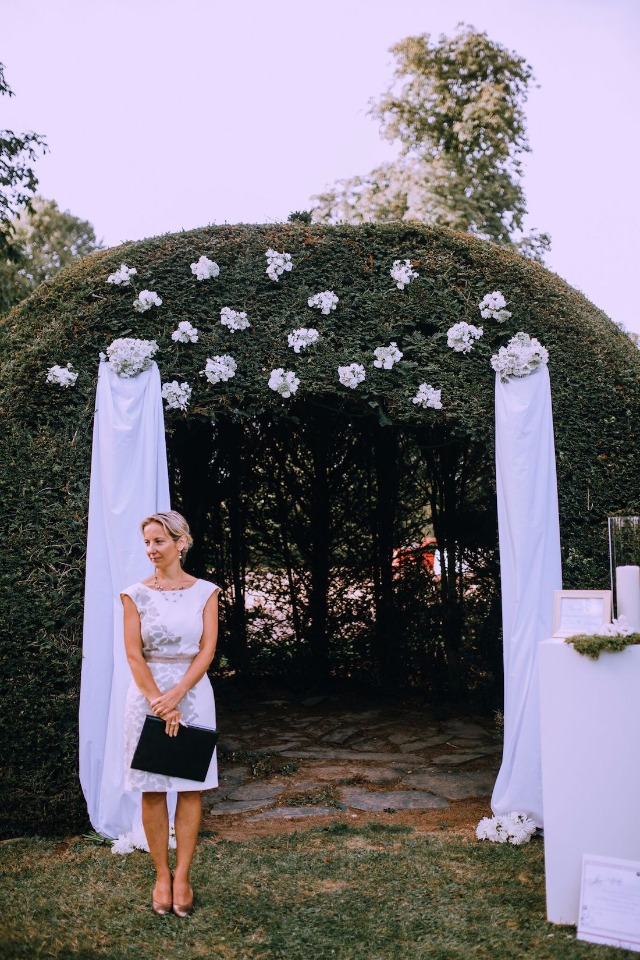 Intimate garden ceremony in France