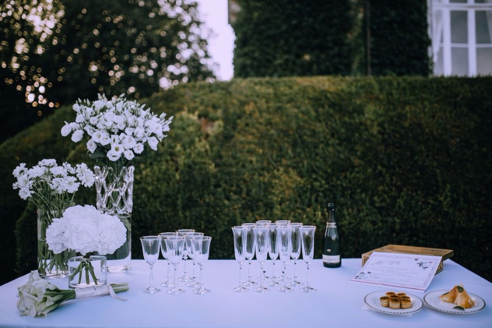 Champagne toast station