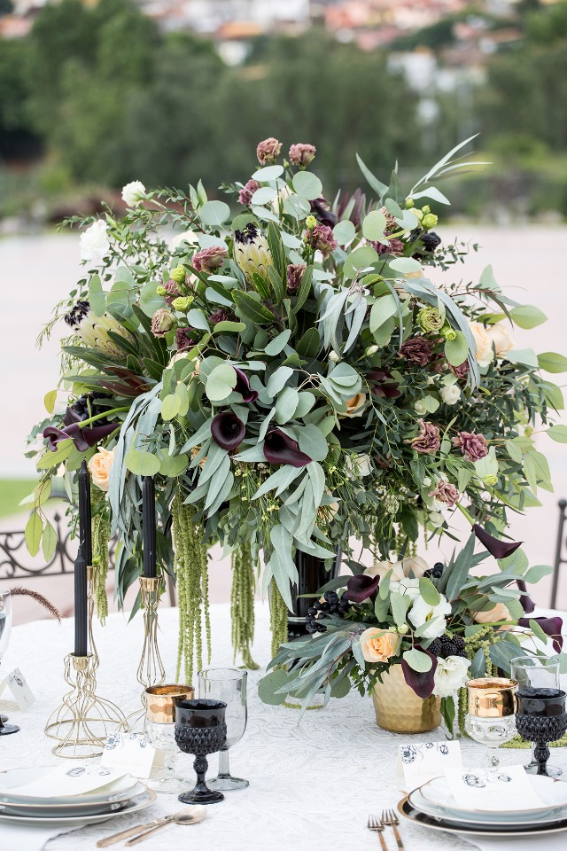 romantic and dramatic centerpiece
