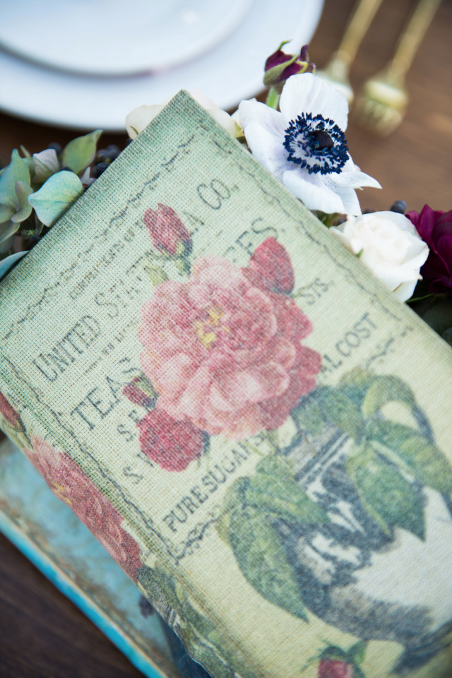 books used to decorate your wedding