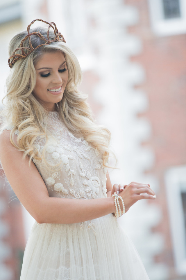 gorgeous wedding bridal look with natural crown