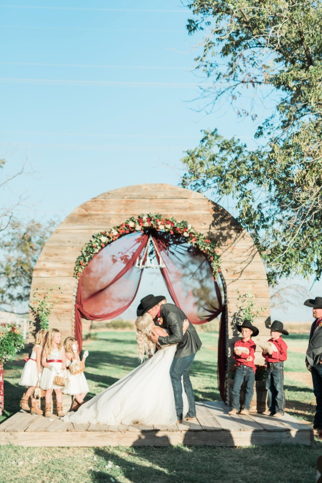 Gorgeous country ceremony