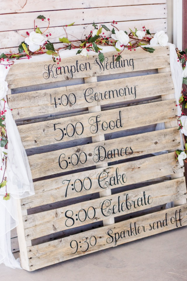Wood pallet wedding sign