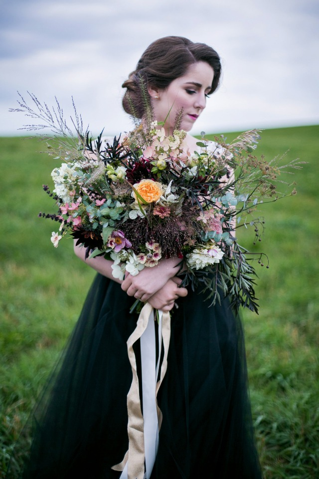 loose and romantic wedding bouquet
