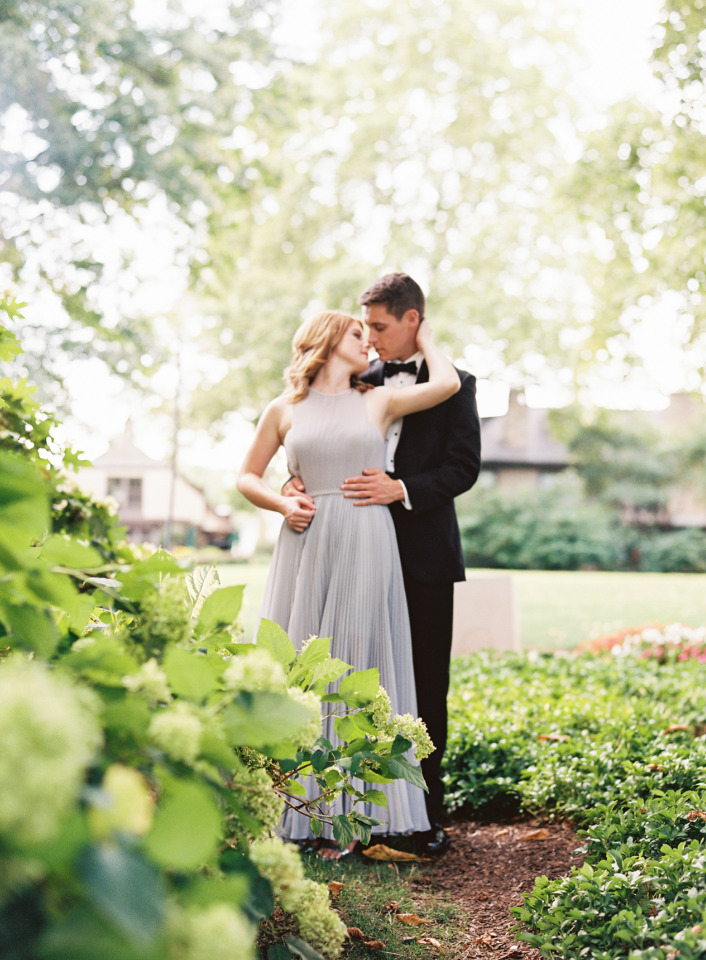 stunning elegant engagement session outfits