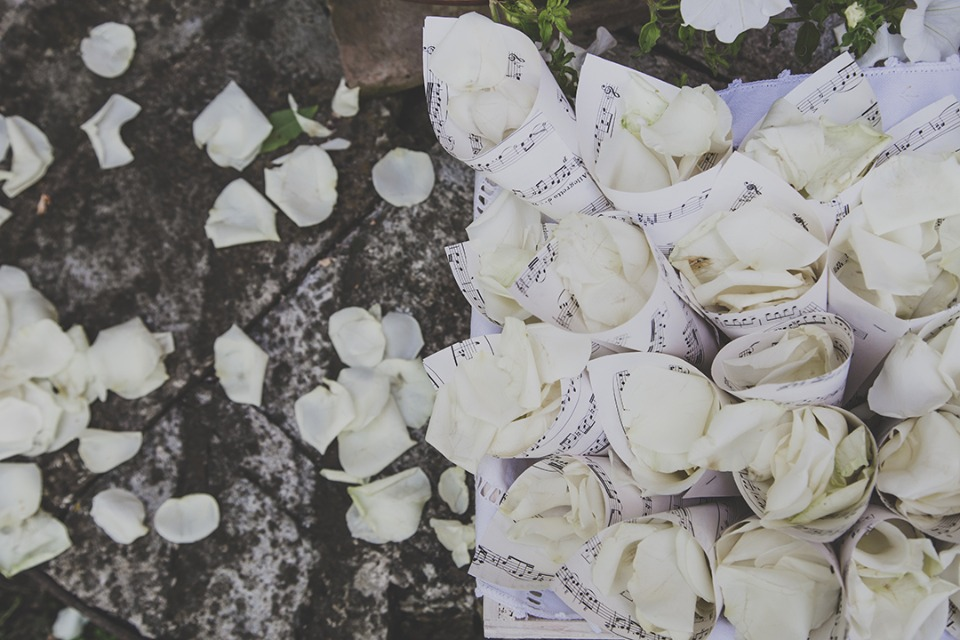 petals to be tossed on the newlyweds