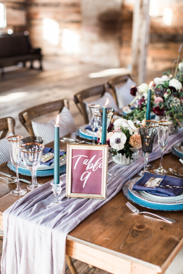 Burgundy and blue table decor