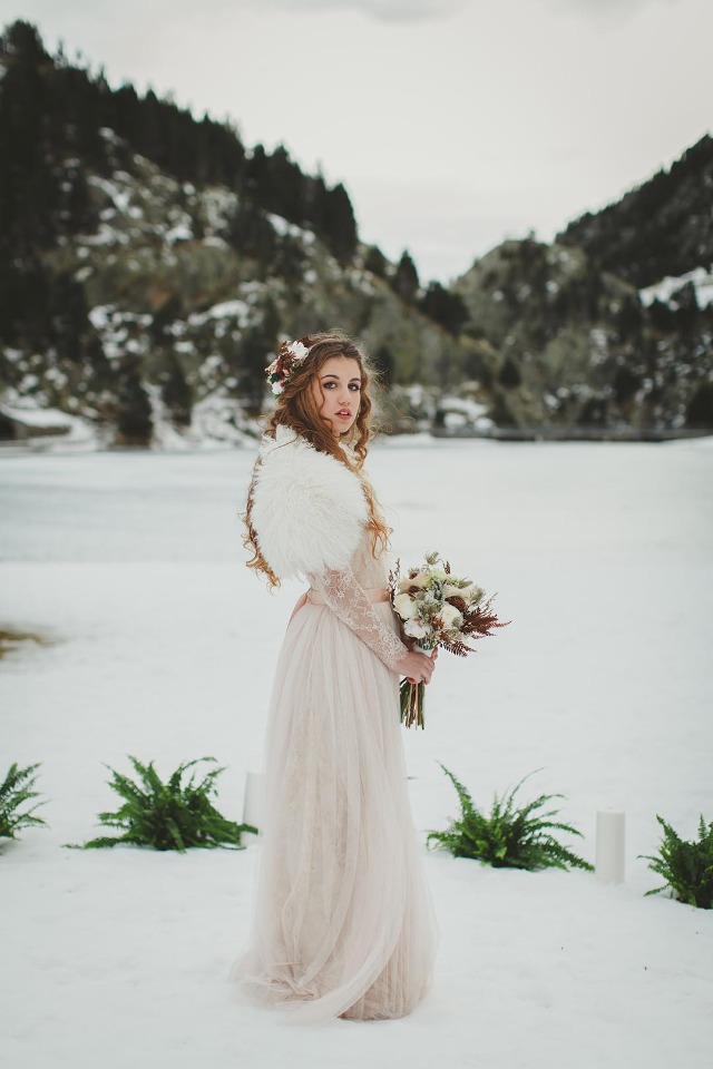 Boho winter bride in blush lace gown