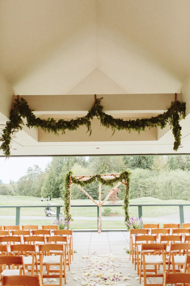 Natural chic ceremony decor