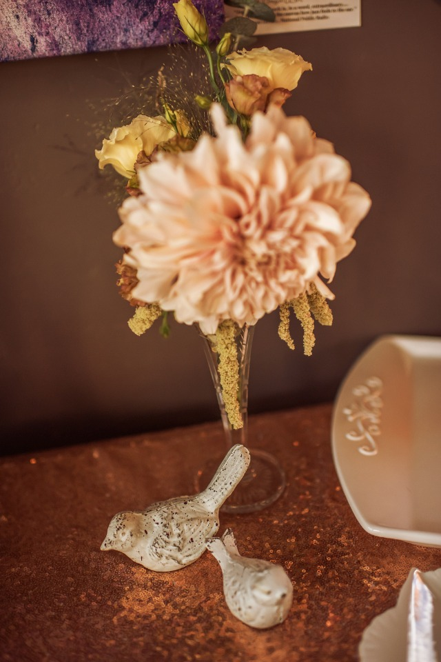 simple and chic wedding floral decor