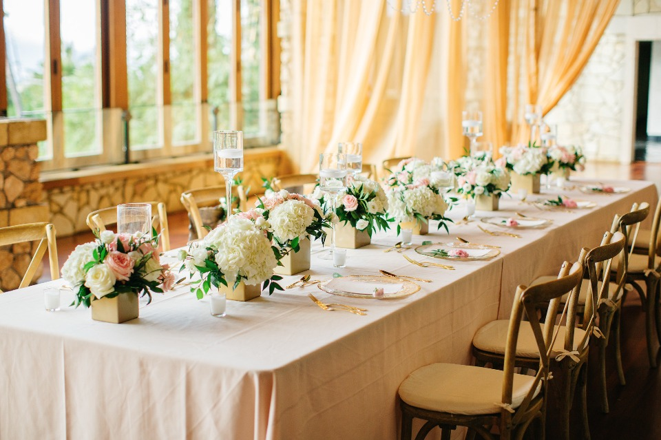 gold and pink wedding table decor