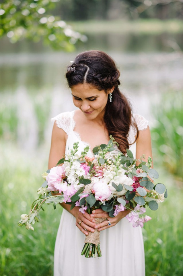 sweet boho bridal style and bouquet