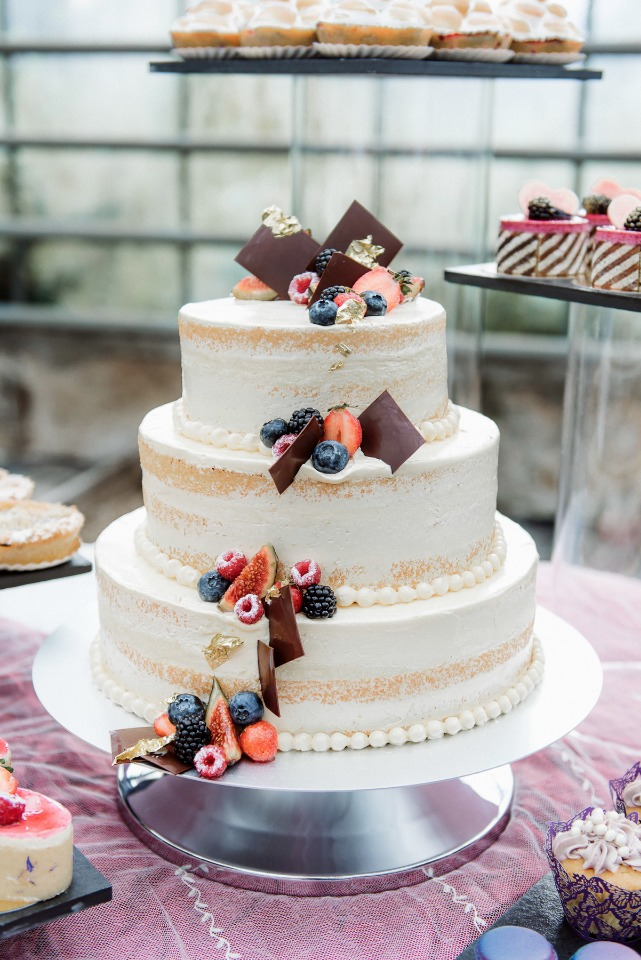 Naked cake with berries and chocolate