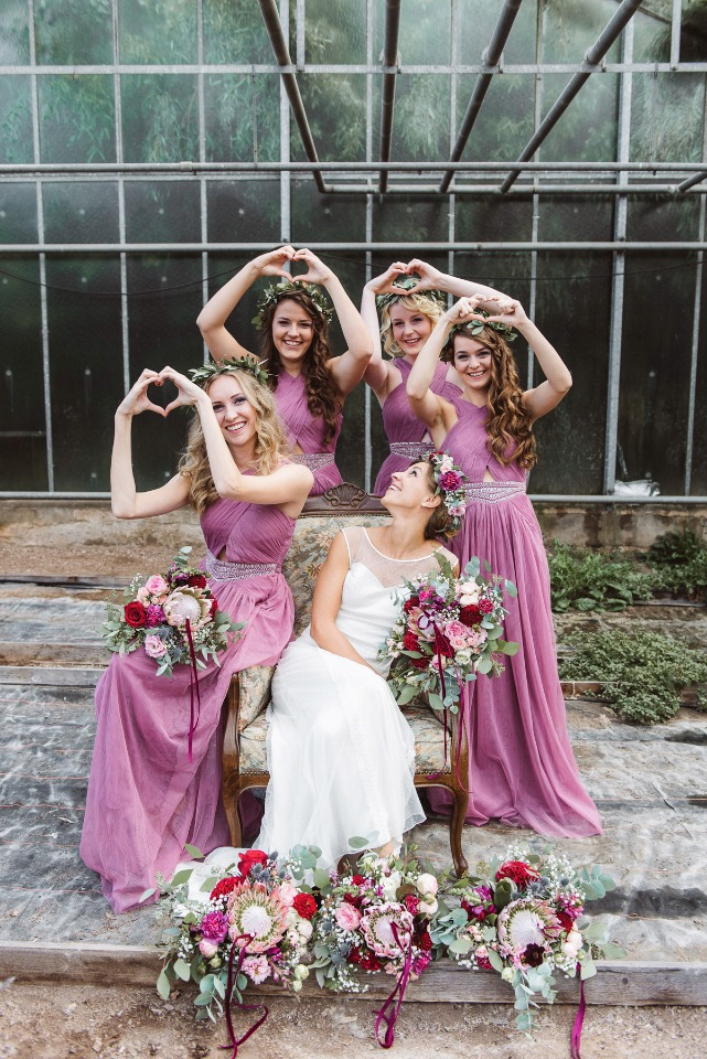 Throw up some love bridesmaids