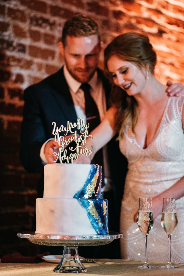 Blue and gold geode wedding cake