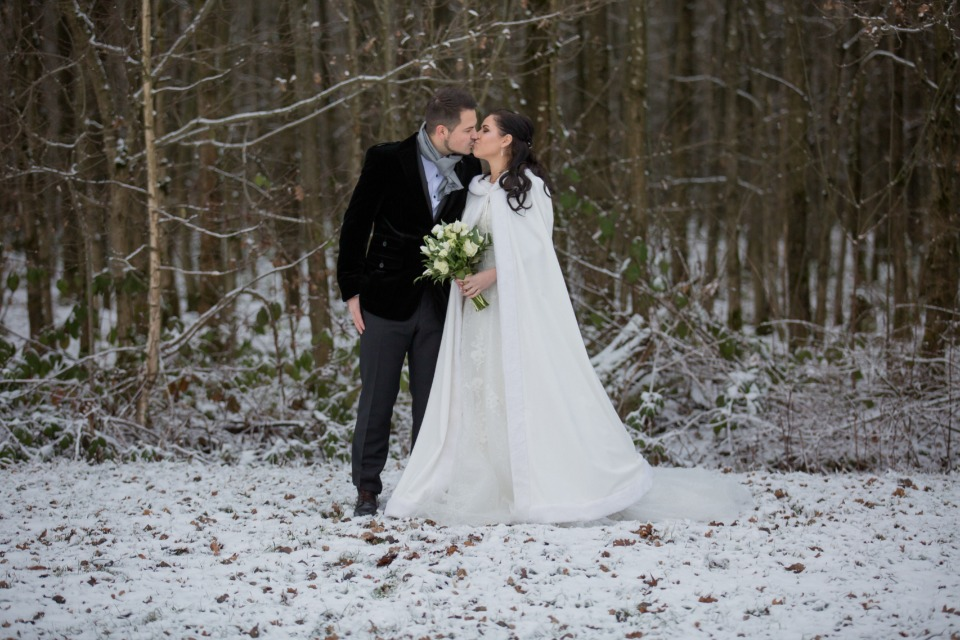 Snowy kiss for the newlyweds