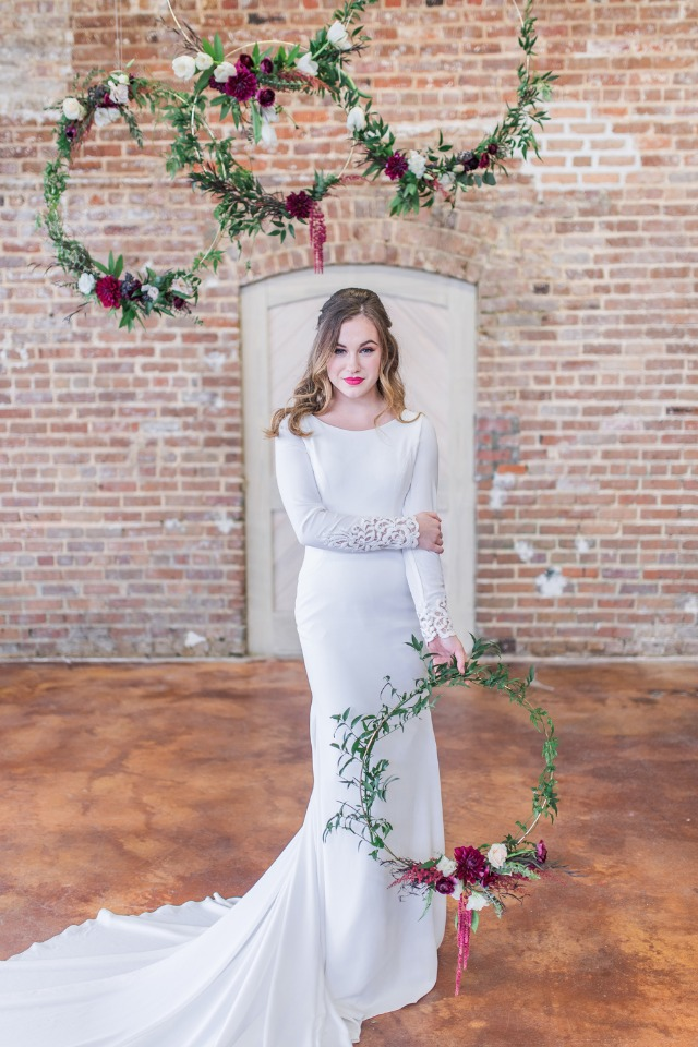 modern bride with floating wreath decor