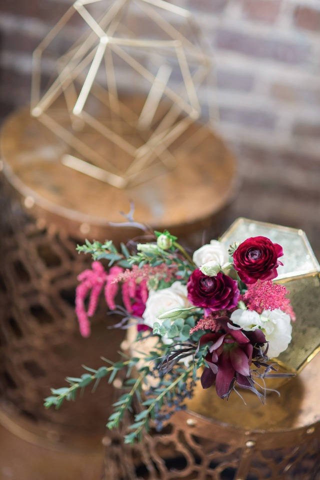 modern floral wedding decor