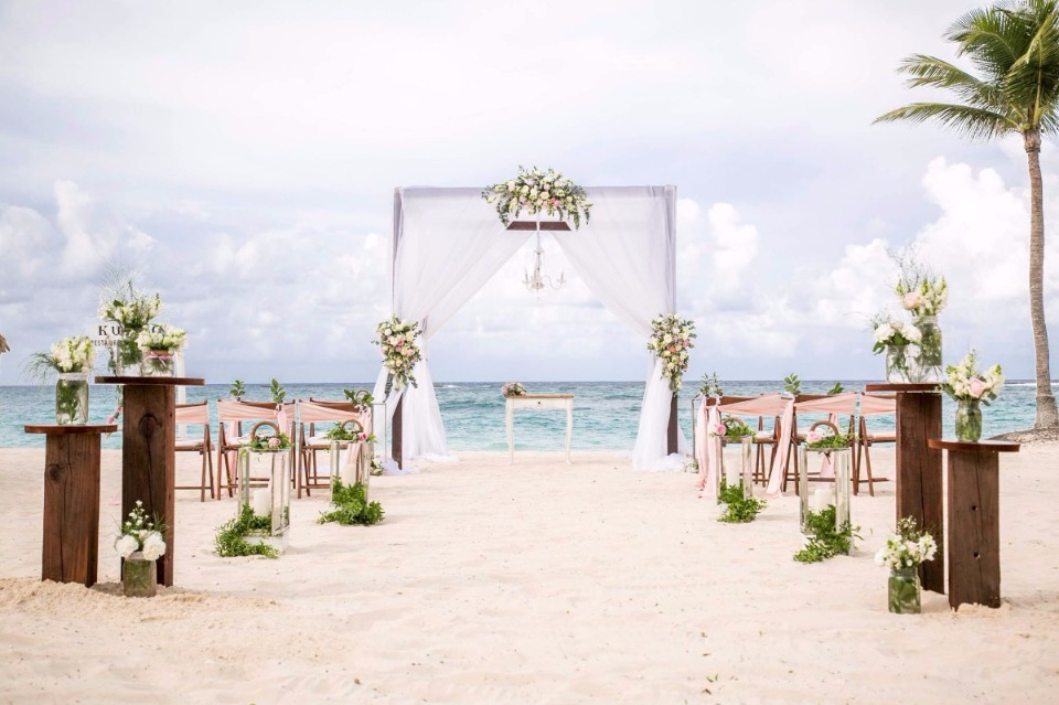 Local, Destination, & Traveling Wedding Vendors For Your