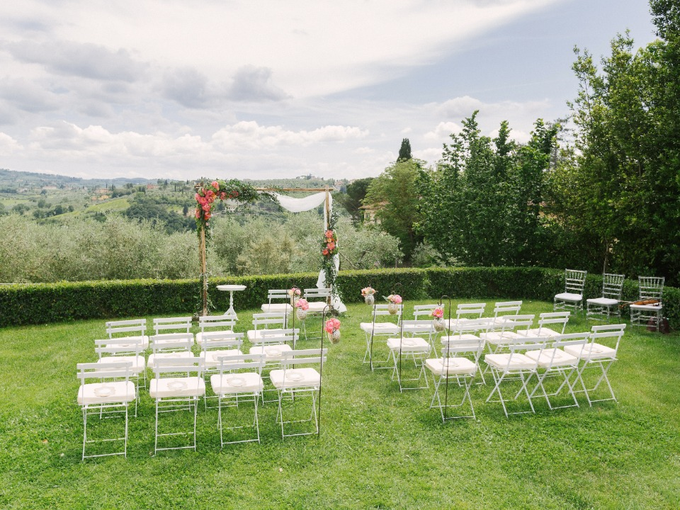 Beautiful outdoor ceremony in Tuscany