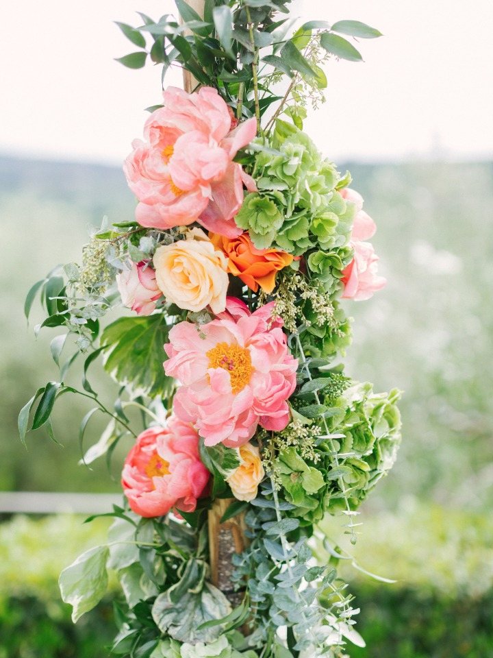 Dreamy ceremony florals